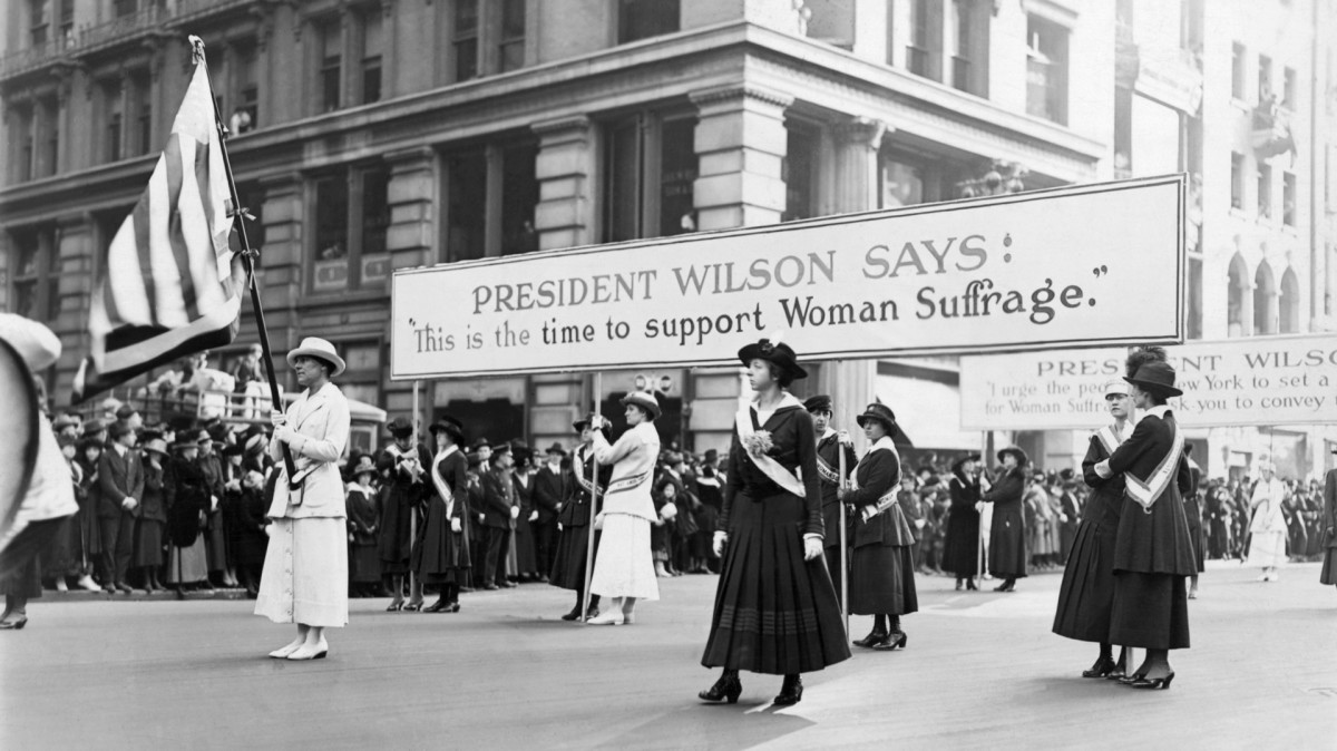 Women suffrage parade backing Woodrow Wilson's campaign for Woman's votes, 1916.