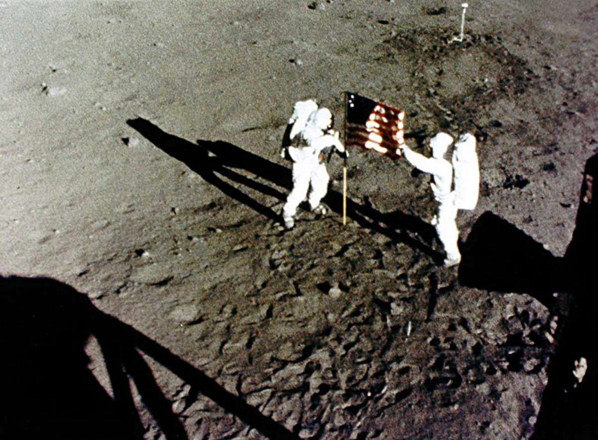 1st Men on the Moon