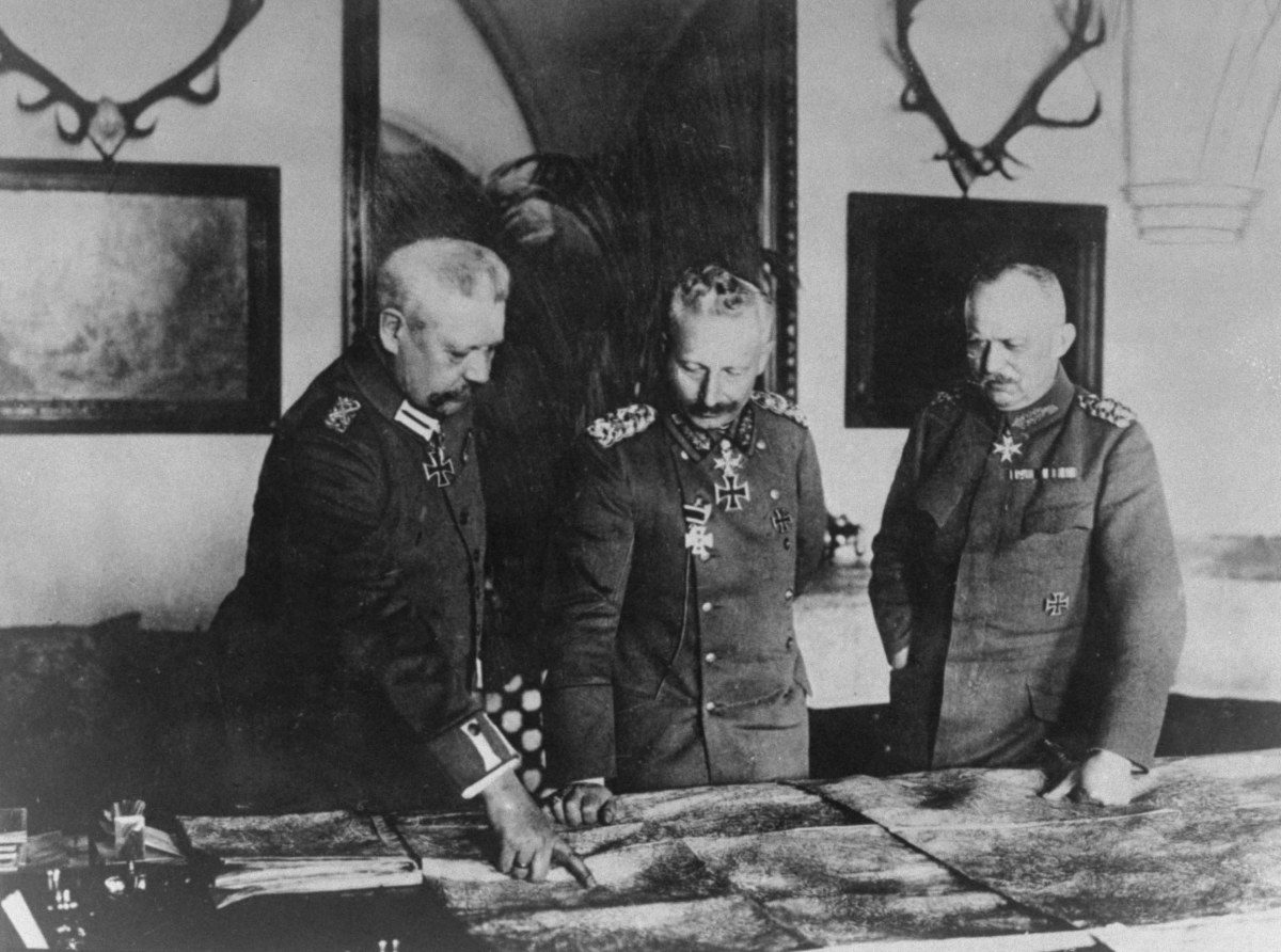 General Paul von Hindenburg, Kaiser Wilhelm & General Erich von Ludendorff at German headquarters during WWI.