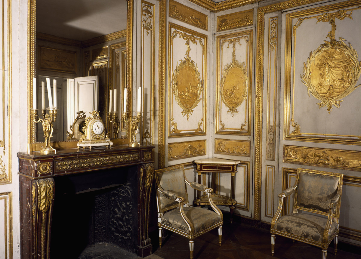 Louis XV's toilette at the Palace of Versailles.