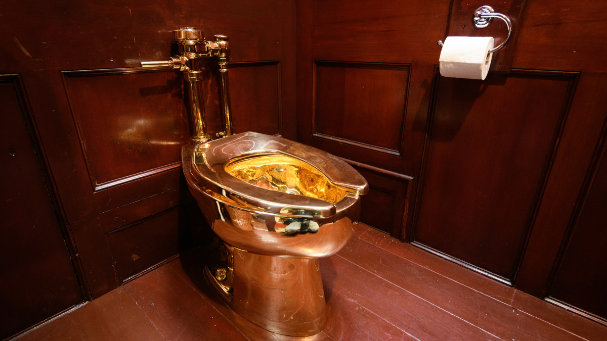 """America"", gold toilet created by artist Maurizio Cattelan"