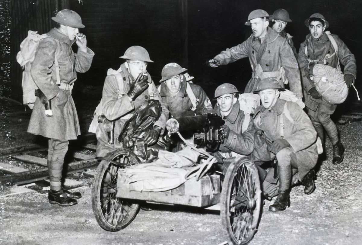 Under the order issued by Governor Frank Murphy, the troops are commanded to preserve order, to protect property of General Motors and strikers as well. Here is a machine gun company in full kit and with gun unlimbered.