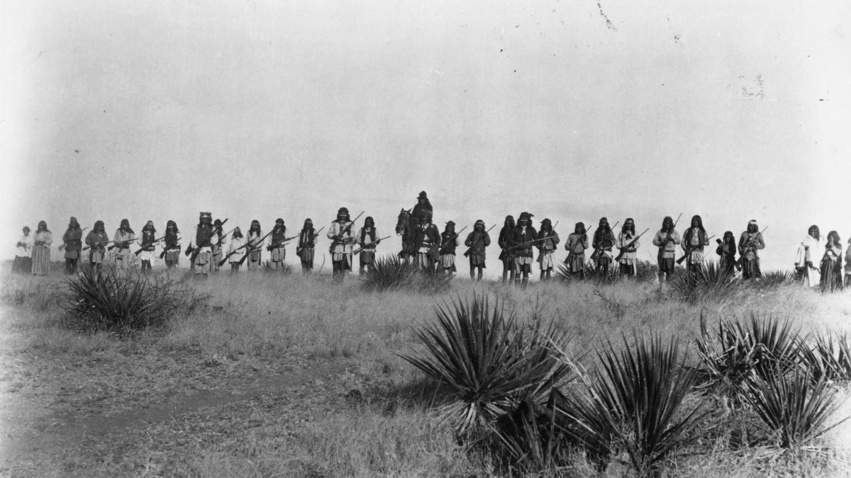 Geronimo and Chiricahua Apache warriors