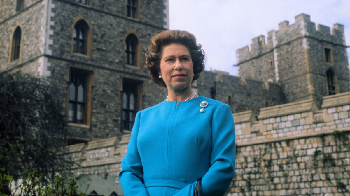 Queen Elizabeth II: The Real Stories Behind the Tumultuous ...