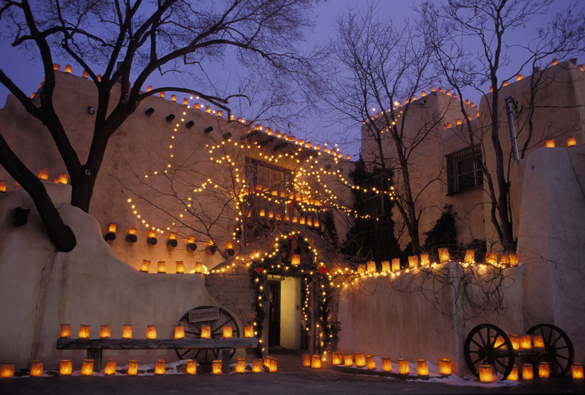 Christmas Traditions: Luminarias