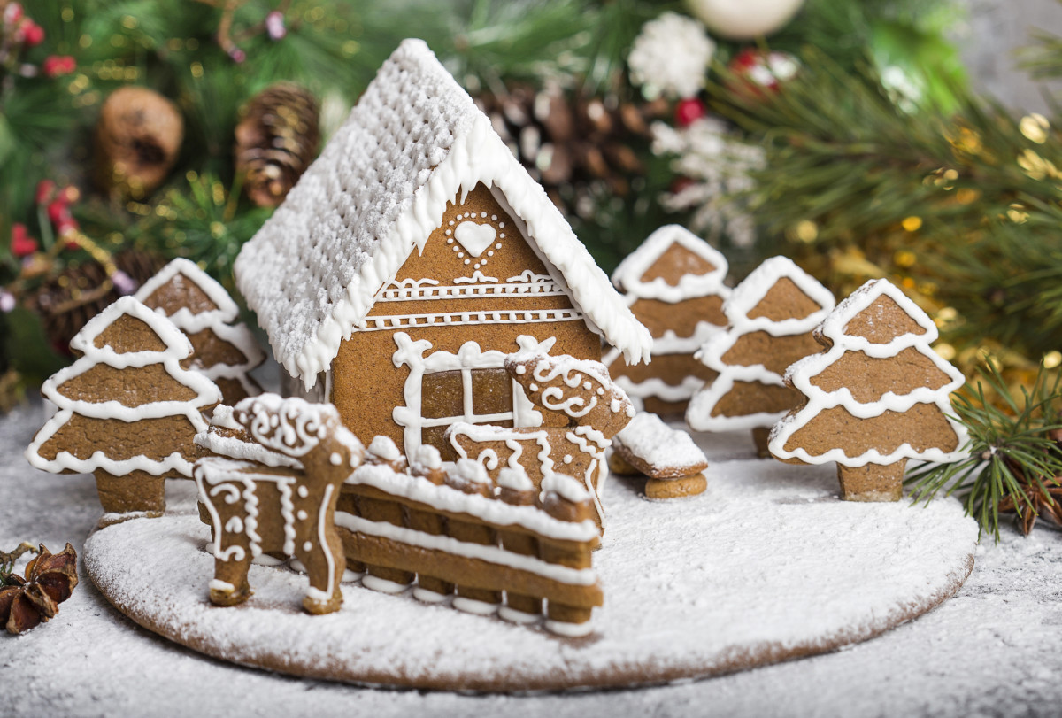 Christmas Traditions: Gingerbread Houses