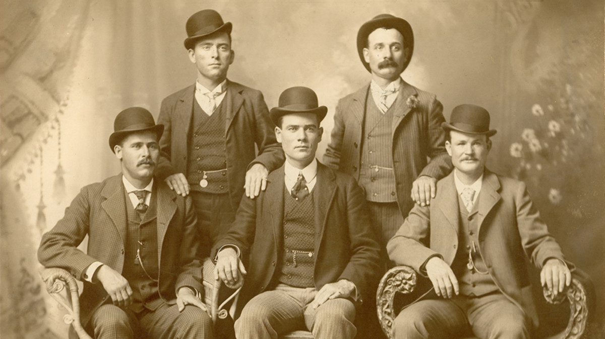 The Wild Bunch, photographed in Fort Worth, Texas in 1900. Sitting are, left to right: Harry A. Longabaugh (Sundance), Ben Kilpatrick (the Tall Texan), Robert Leroy Parker (Butch Cassidy). Standing are: Will Carver and Harvey Logan, (Kid Curry).