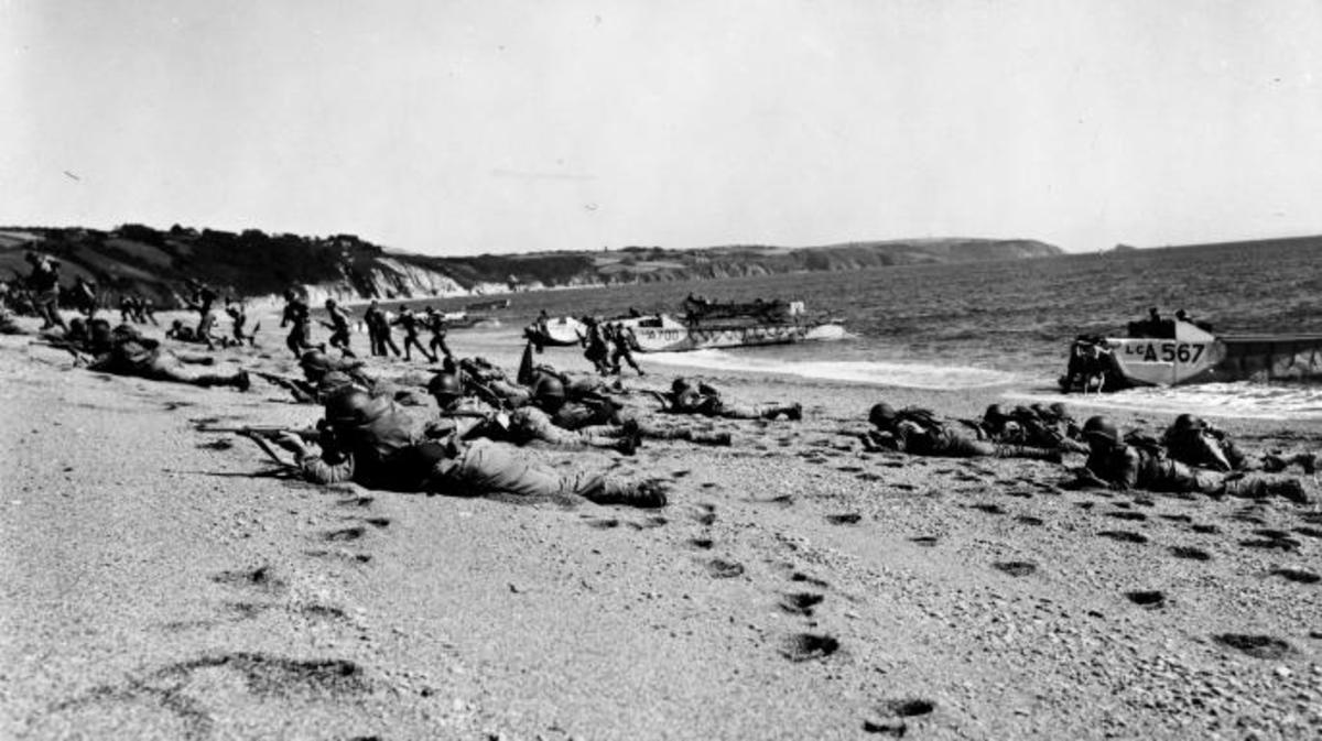 Troops on Slapton Sands beach during the exercise. (Credit: Library of Congress)