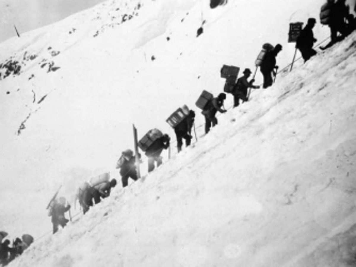 "Prospectors on the ""Golden Stairs"" of Chilkoot Pass."