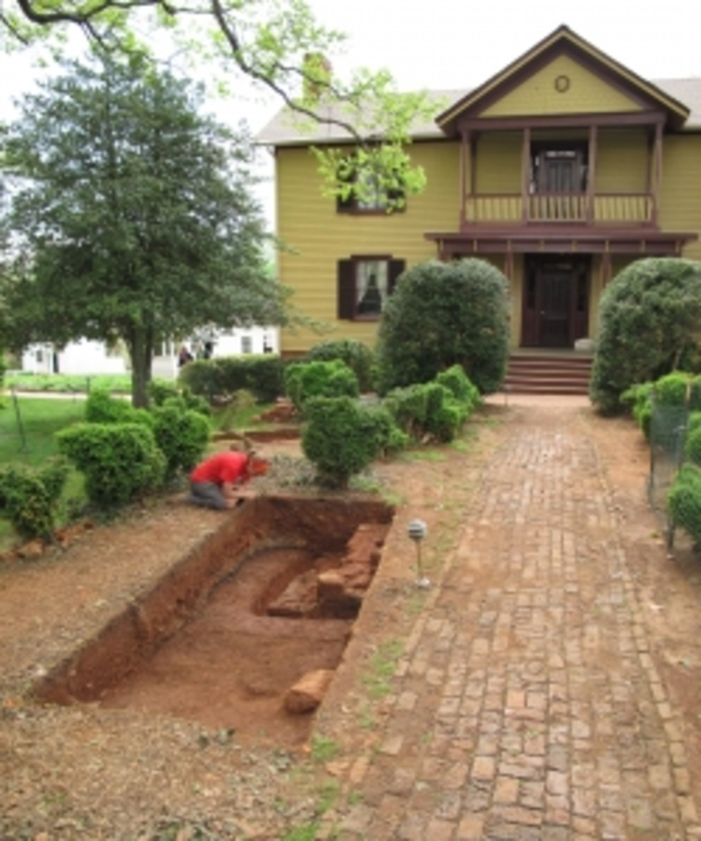 Excavation at Ash Lawn.