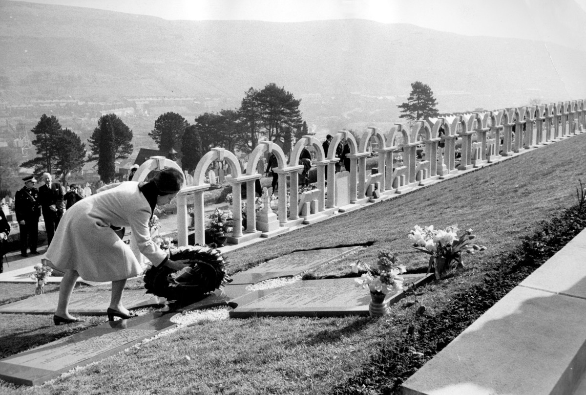Queen Elizabeth II laying a wreath to commemorate the victims of the Aberfan disaster of 1966, years later in September of 1973.