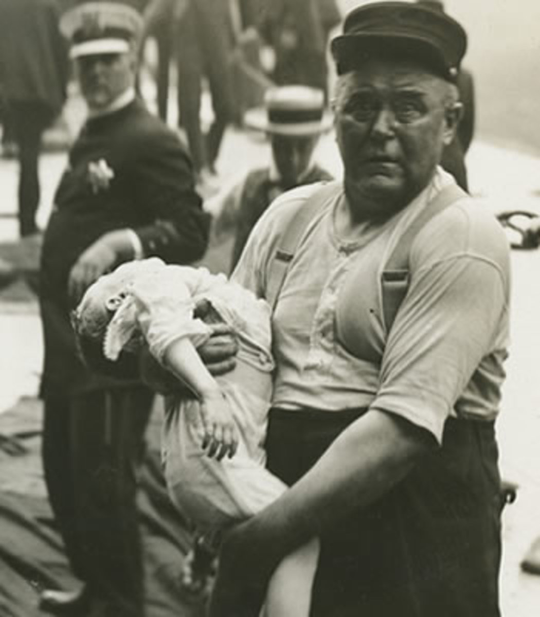 Chicago fireman Leonard Olson rescuing a child.