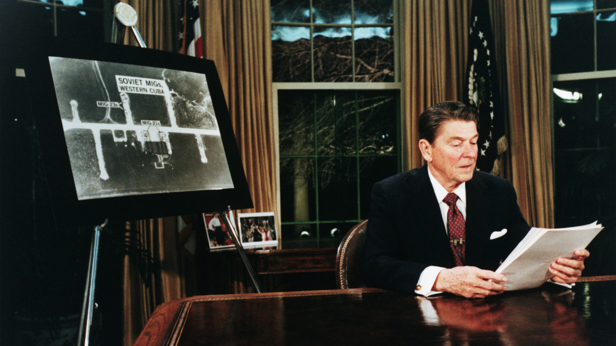 Regan_shutdown_ElSalvador_missiles_GettyImages-615295820
