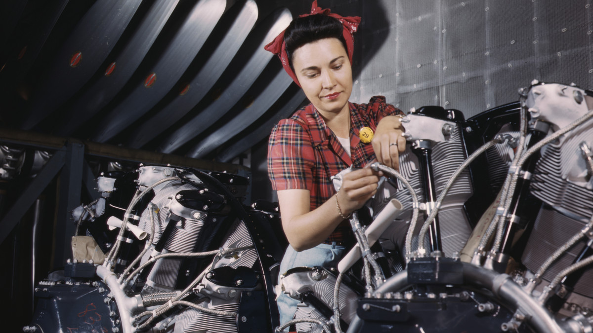 Women of the WWII Workforce: Photos Show the Real-Life Rosie the Riveters