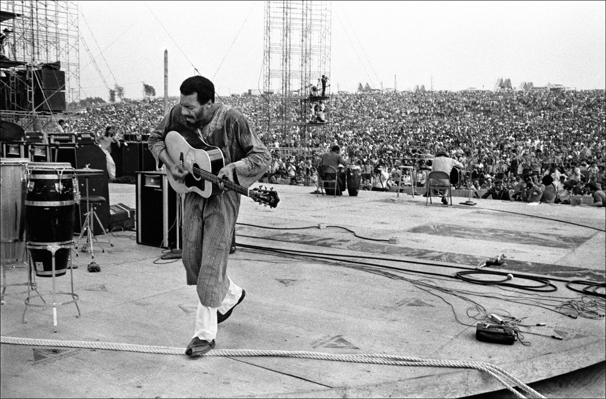 Richie Havens performing at the 1969 Woodstock Music Festival.