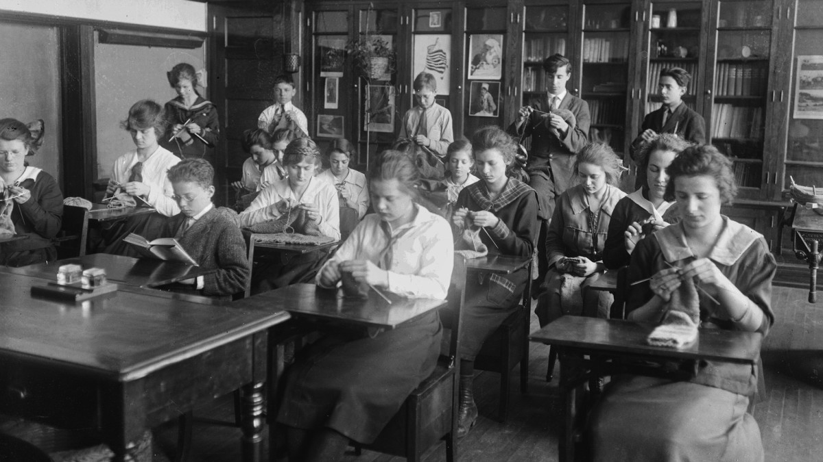 At Height of the 1918 Pandemic, Schools in NYC and Chicago Stayed Open. Here's Why