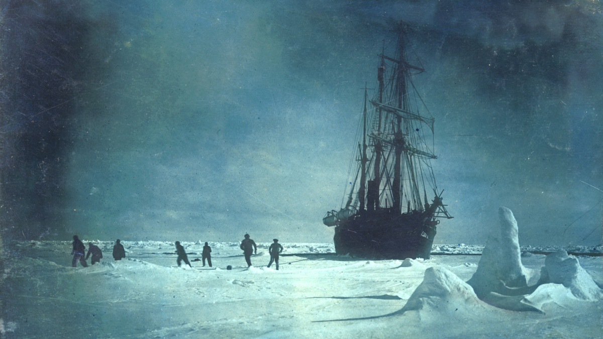 Extraordinary 1915 Photos from Ernest Shackleton's Disastrous Antarctic Expedition