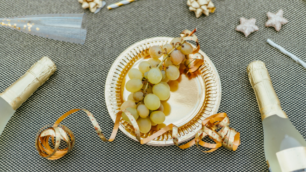 Lucky New Year's Food Traditions, 12 Lucky Grapes