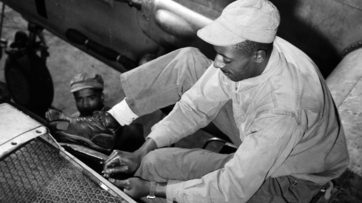 477th Bombardment Group, Tuskegee Airmen