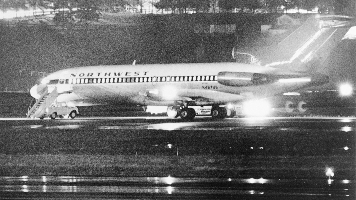 The Northwest Airlines 727 on the runway during the D.B. Cooper hijacking on November 24, 1971.