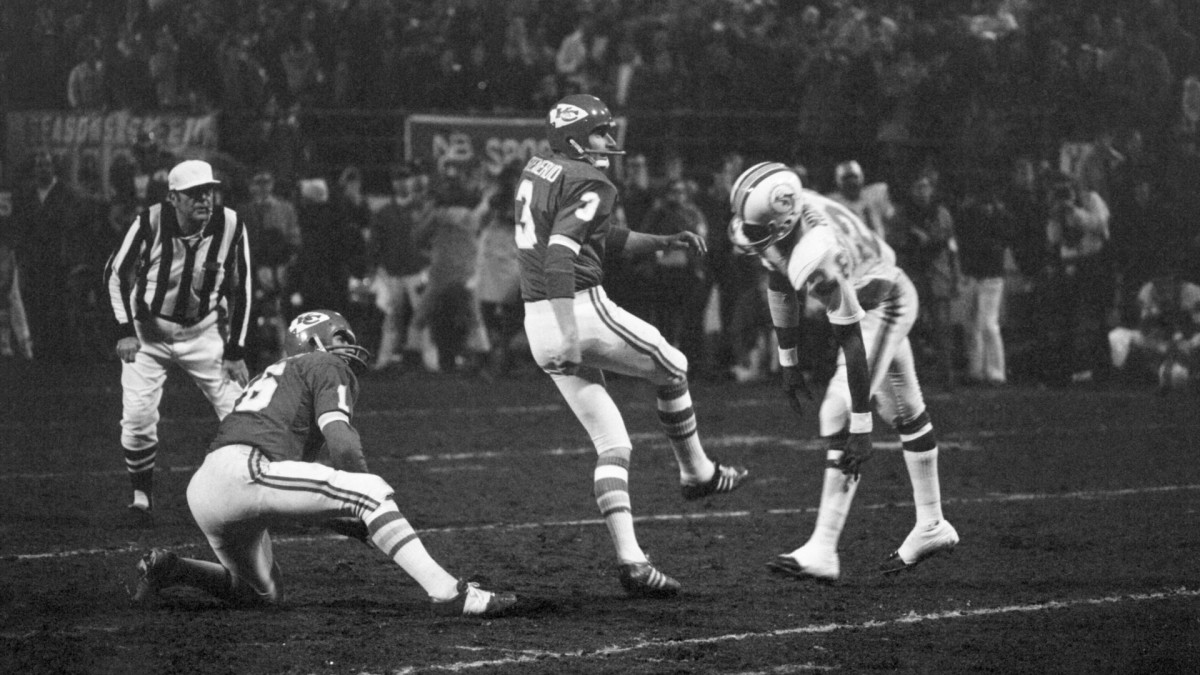 Jan Stenerud's game-winning field goal attempt in the fourth quarter sailed wide right.