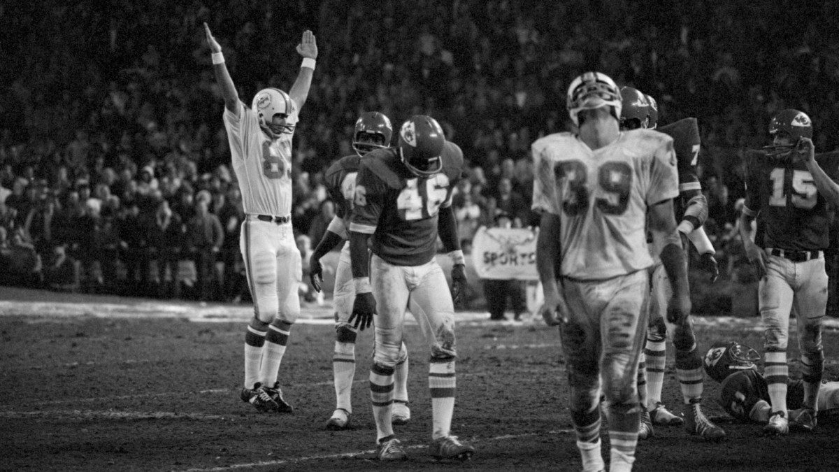The Dolphins celebrated after Garo Yepremian's winning field goal against the Kansas City Chiefs.