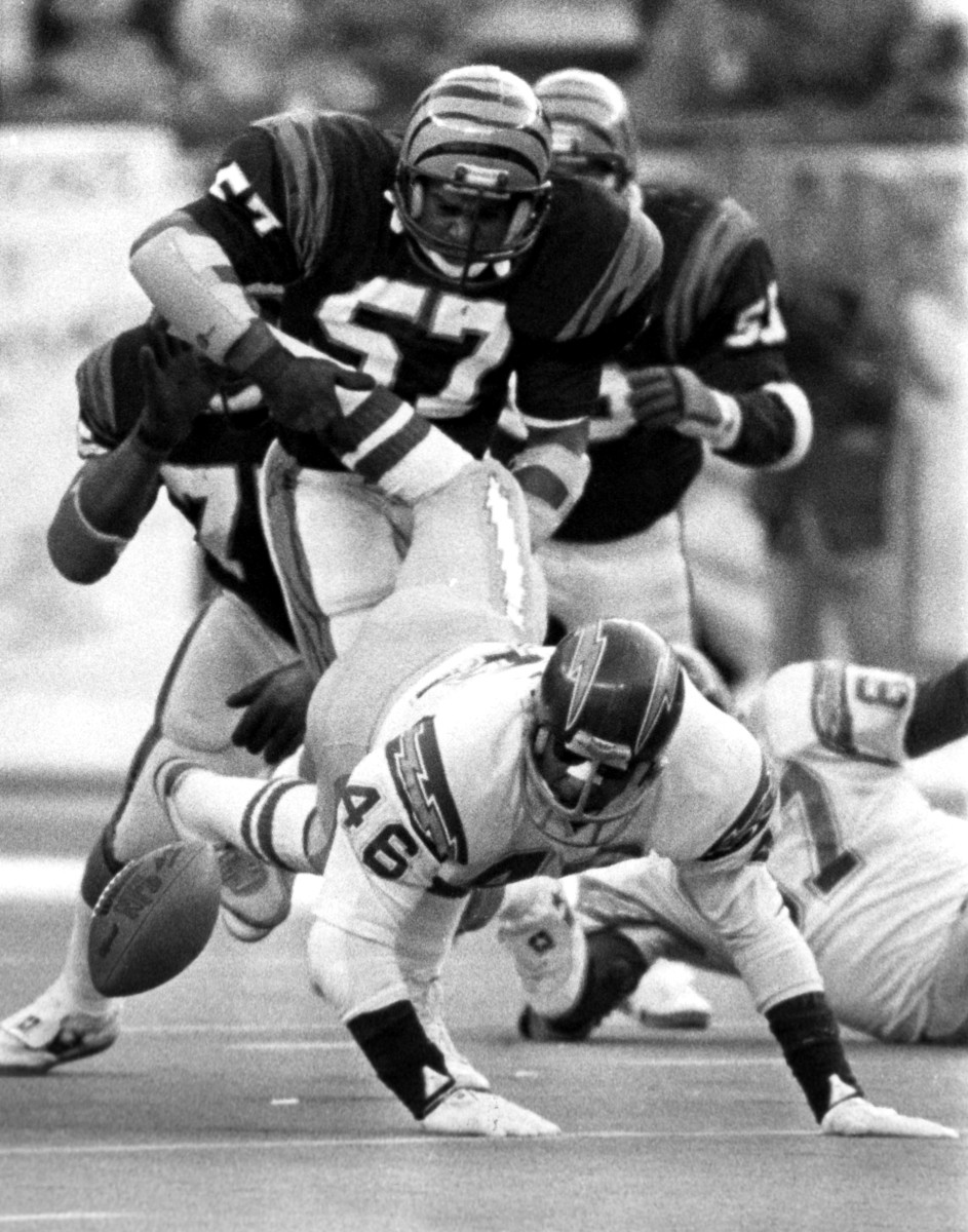 Running back Chuck Muncie of the San Diego Chargers fumbled in the frigid game in Cincinnati.
