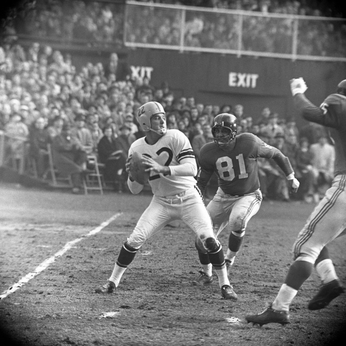Quarterback Bobby Layne, shown playing for Pittsburgh in 1959, finished his career with the Steelers in 1962.