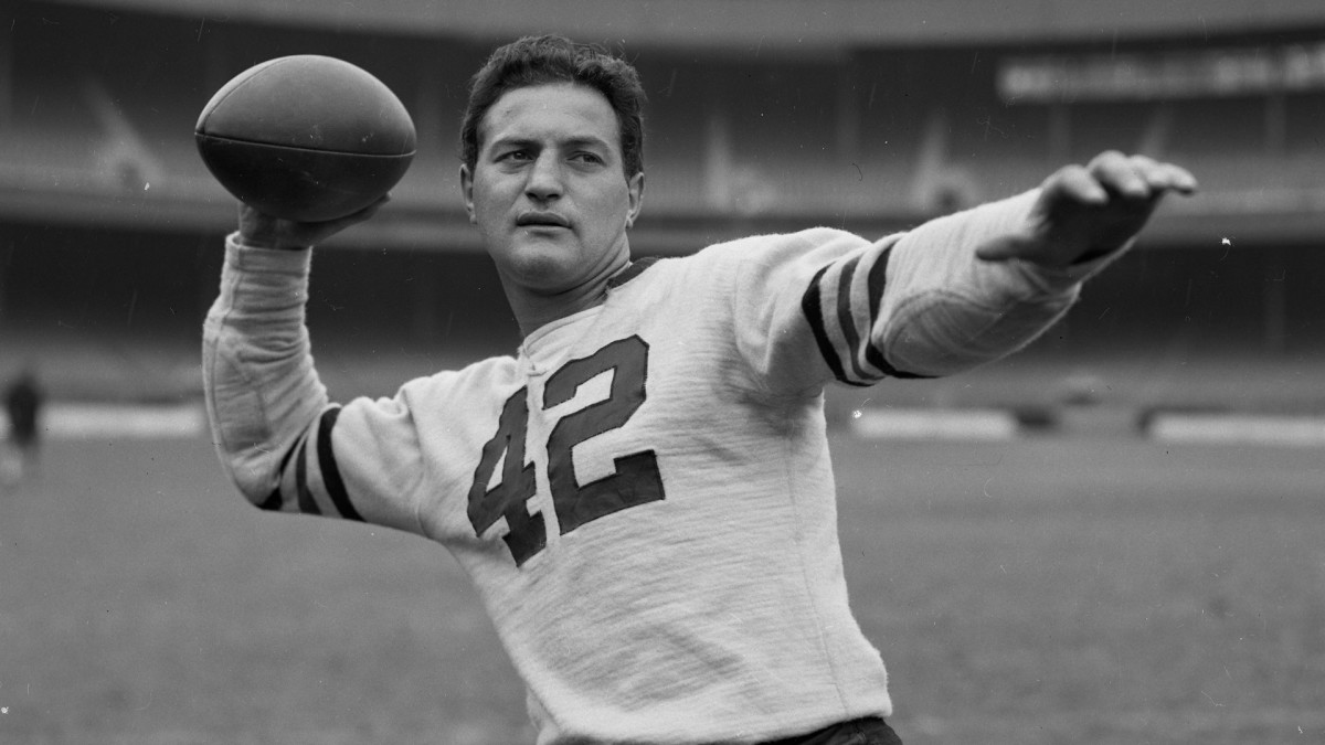 Chicago Bears quarterback Sid Luckman, circa-1940, at the Polo Grounds in New York.