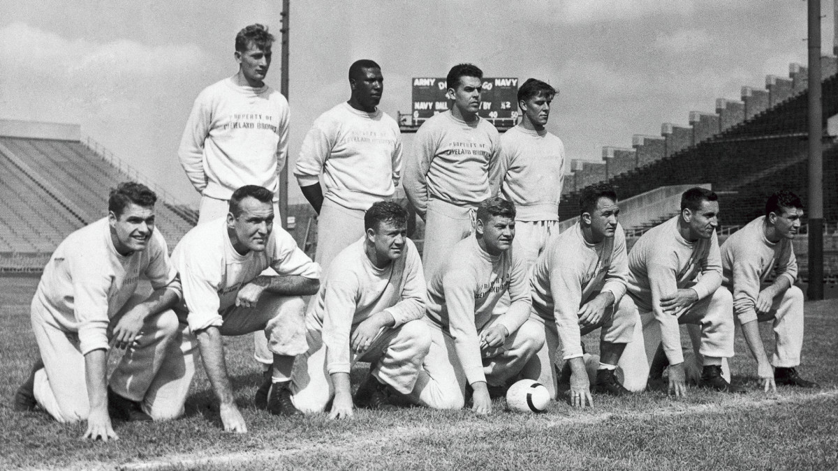 The 1950 Cleveland Browns' stars included quarterback Otto Graham (second from right, back row) and running back Marion Motley (back row, second from left.).