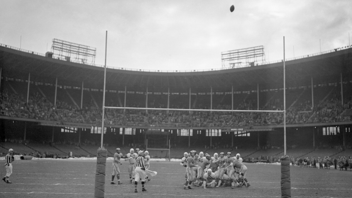 Lou Groza's winning field goal sails through the uprights in the 1950 NFL Championship Game.