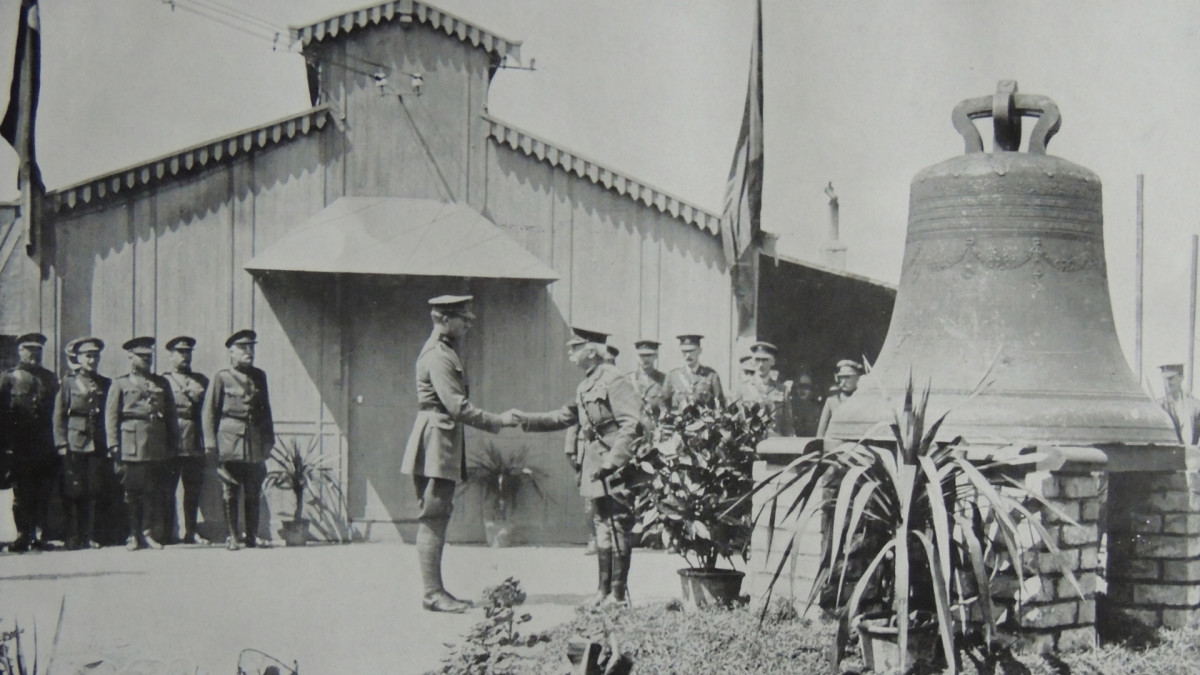 The King of Belgium Albert I greets General Plummer after the Battle of Messines, 1917.