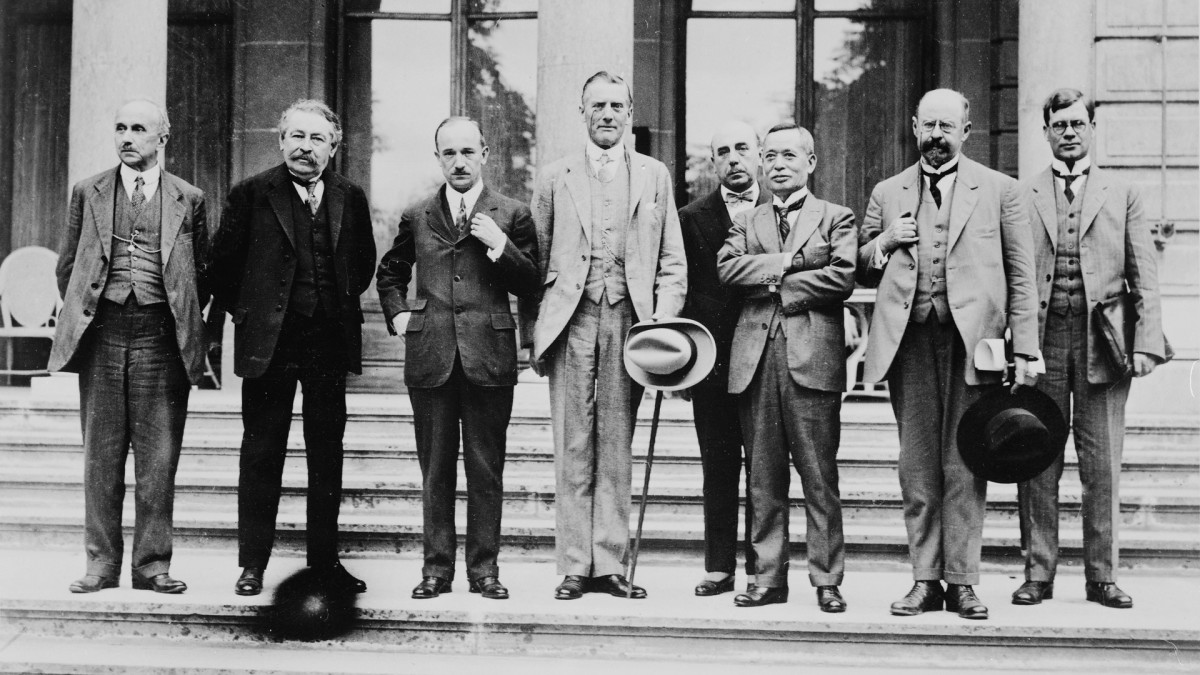 Some assembled members of the League of Nations Council in Geneva where the Geneva Protocol was signed. The group includes (from left to right): Vittorio Scialoga (Italy), Aristide Briand (France), Edvard Benes (Czechoslovakia), Austen Chamberlain (England), Ischii Kikujiro (Japan),Émile Vandervelde(Belgium).