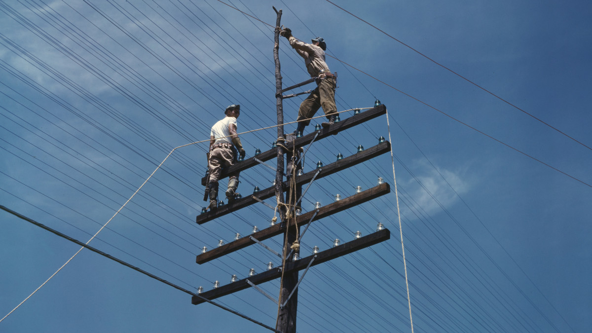 Two men working on telephone lines, Tennessee, June 1942.
