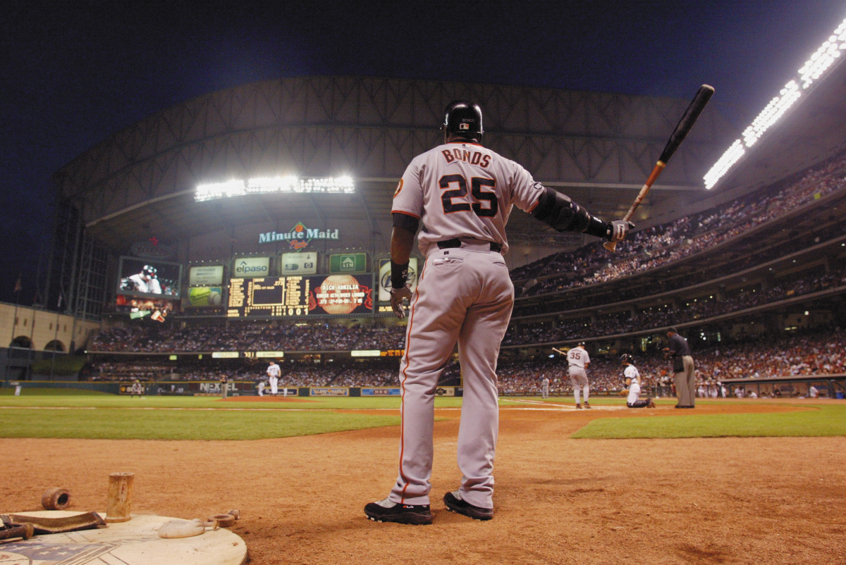 Barry Bonds warms up prior to batting during a game against the Houston Astros at Minute Maid Park in Houston, Texas on September 23, 2003