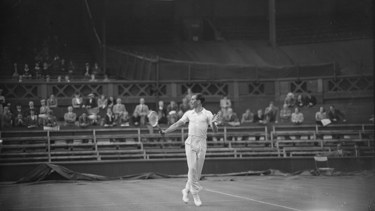 British tennis player D. W. Butler in action on June 24, 1946 against D. Scharenguivel on Centre Court during the first Wimbledon Lawn Tennis Championships since the end of World War II.