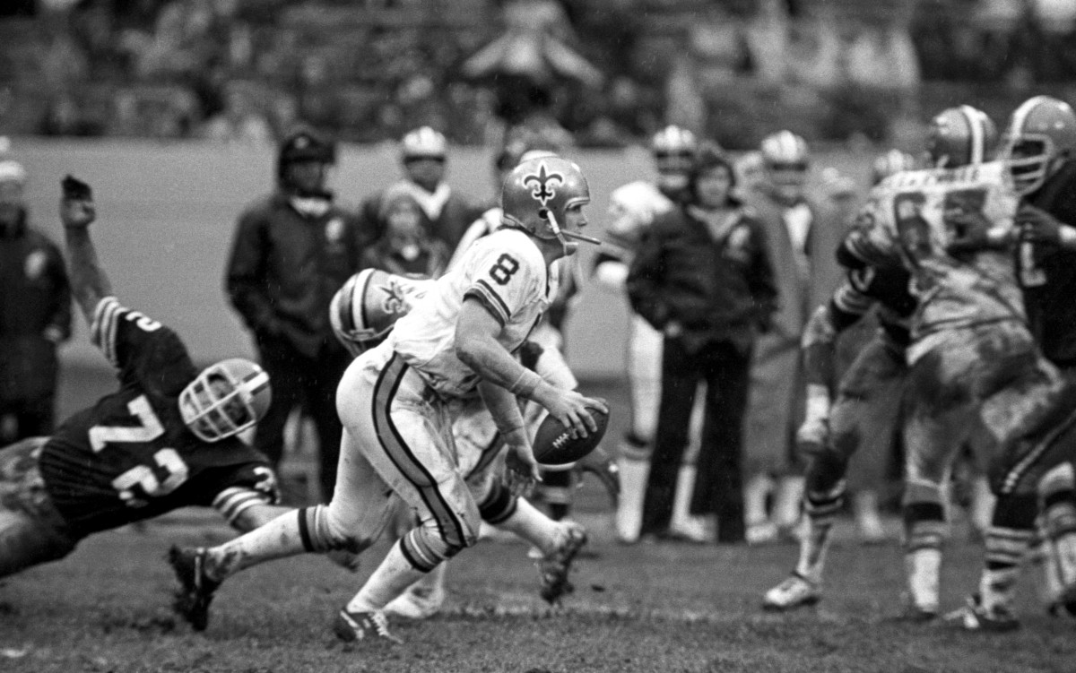 CLEVELAND, OH - NOVEMBER 30: Quarterback Archie Manning #8 of the New Orleans Saints drops back to pass during a game against the Cleveland Browns at Cleveland Municipal Stadium on November 30, 1975 in Cleveland, Ohio. Cleveland won 17-16. (Photo by Ron Kuntz Collection/Diamond Images via Getty Images)