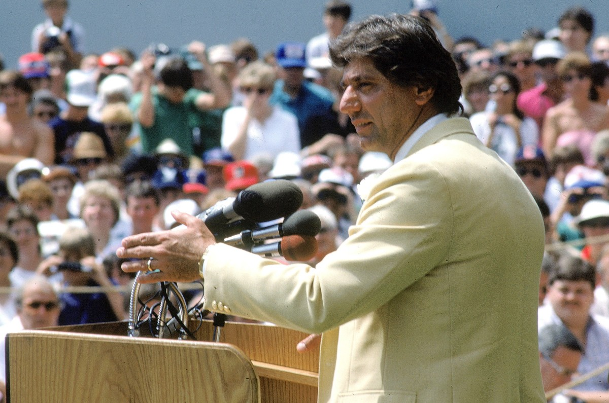 Former New York Jets star Joe Namath was humbled by his Pro Football Hall of Fame induction.