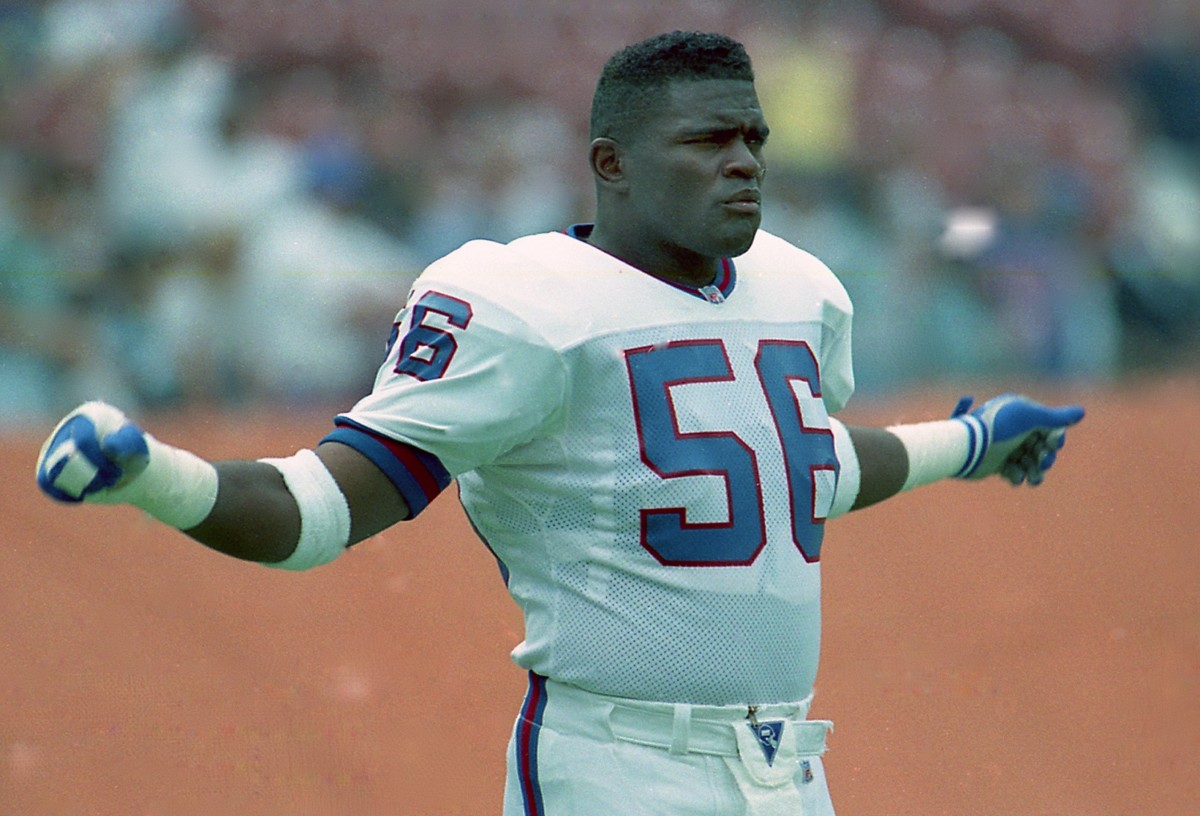 1989: Lawrence Taylor of the New York Giants plays defense against the San Diego Chargers at Giants Stadium in Easr Rutherford, NJ. (Photo by Sporting News via Getty Images Archives/Sporting News via Getty Images via Getty Images)