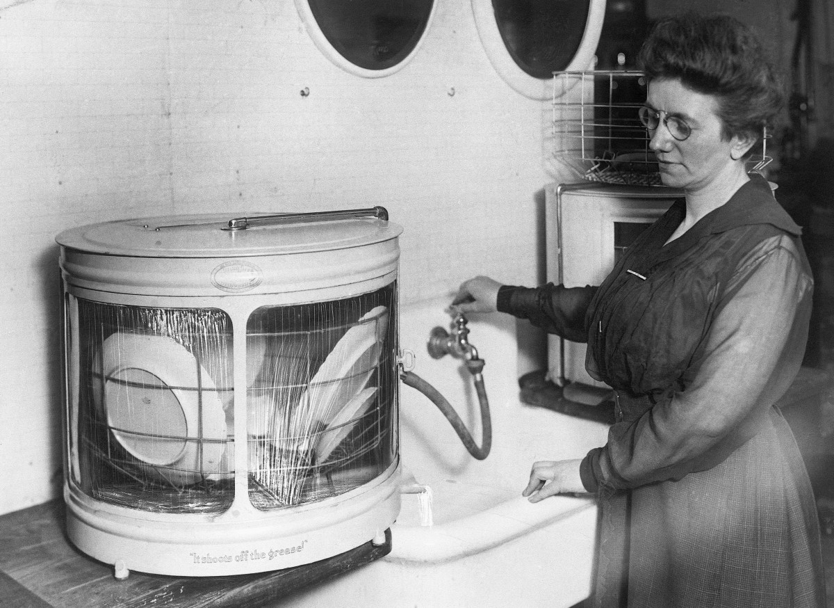 Demonstration of a new dishwasher c. 1921