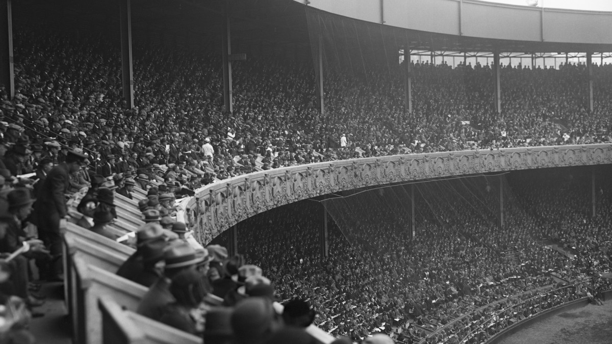 In the decisive Game 6 of the 1923 World Series, the Yankees beat the Giants at the Polo Grounds.