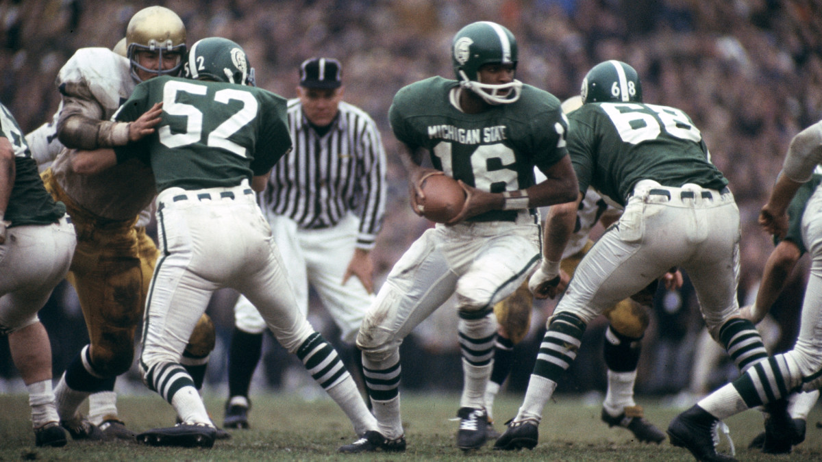 Quarterback Jimmy Raye led the Michigan State Spartans against Notre Dame.