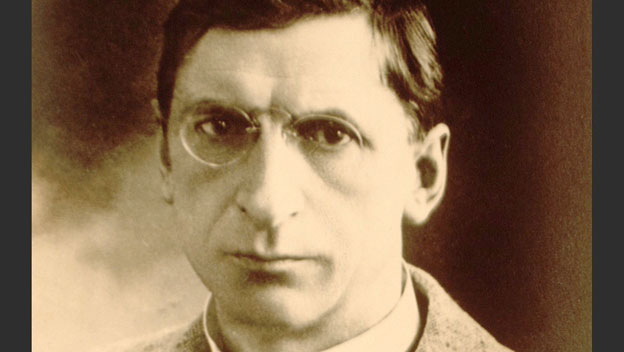 De Valera Observes Anniversary of Easter Rising